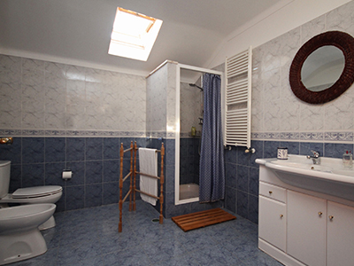 Picture of Main Bathroom